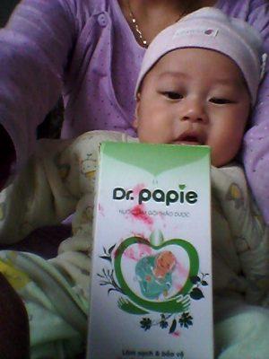 bé 2 tháng tuổi hết tràm sữa nhờ tắm bằng Dr.Papie