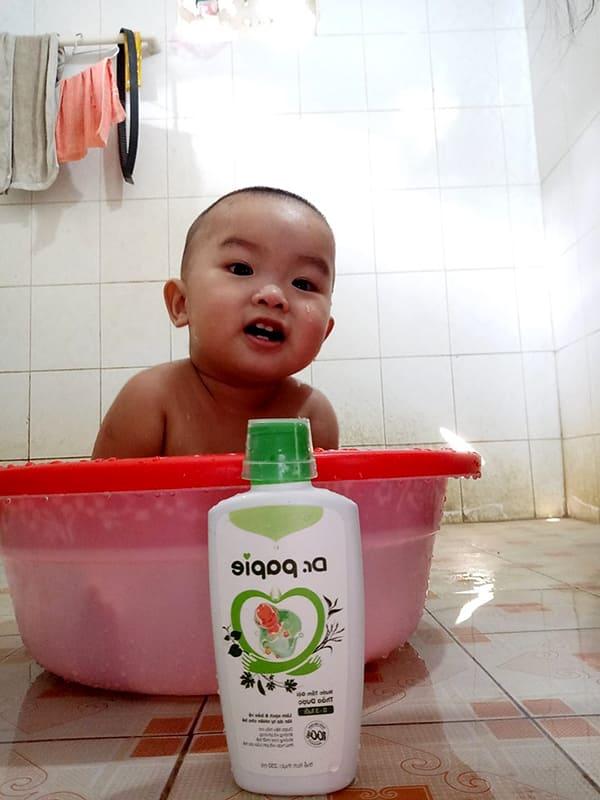 Nước tắm trị rôm sảy cho bé