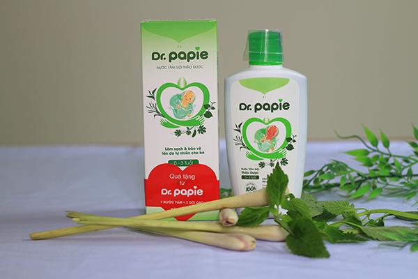 Trị rôm sảy ở trẻ bằng nước tắm Dr.Papie