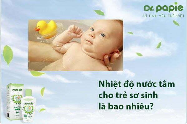 Theo mẹ, nhiệt độ nước tắm cho trẻ sơ sinh bao nhiêu là hợp lí