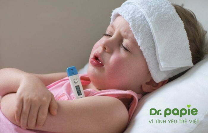 Chườm ấm cho trẻ bị sốt