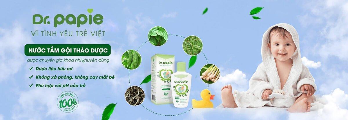 Nước tắm gội thảo dược DrPapie chứa thảo dược từ hữu cơ, không xà phòng, phù hợp với pH của da trẻ
