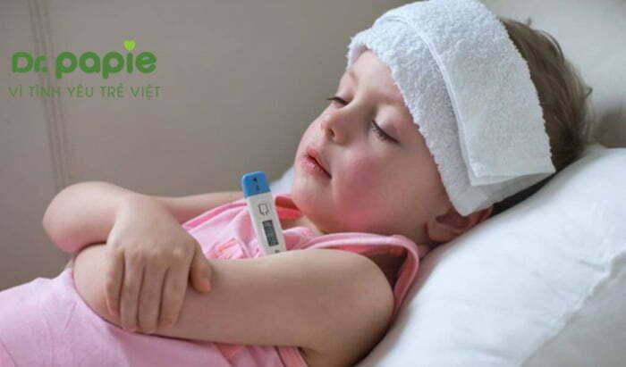 chăm sóc trẻ bị sốt siêu vi