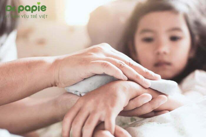 cách điều trị sốt siêu vi ở trẻ em bằng chườm ấm