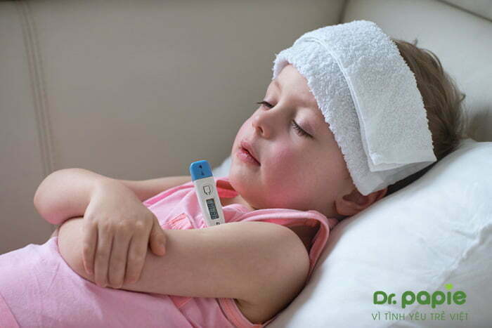 Hạ sốt cho trẻ bằng chườm mát