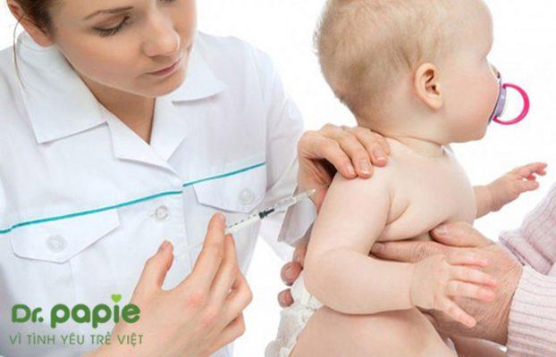 tiêm vacxin 6 trong 1 có bị sốt không