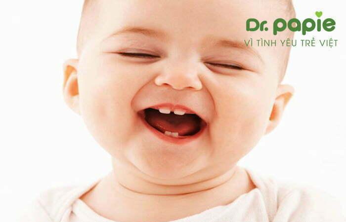 cách dùng gạc rơ lưỡi cho trẻ đang mọc răng là 2 lần/ngày