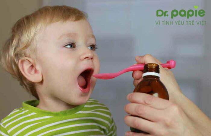 trẻ bị sốt mọc răng sử dụng thuốc giảm đau