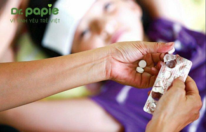 Hạ sốt cho trẻ bằng thuốc hạ sốt