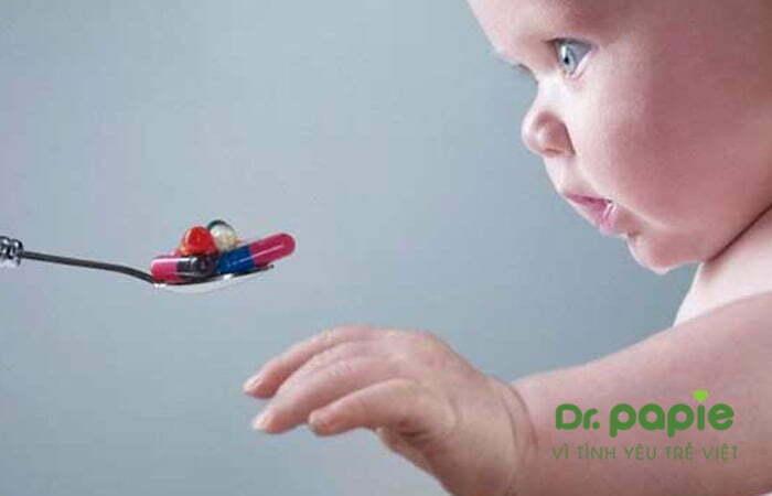 cho trẻ sử dụng thuốc kháng sinh