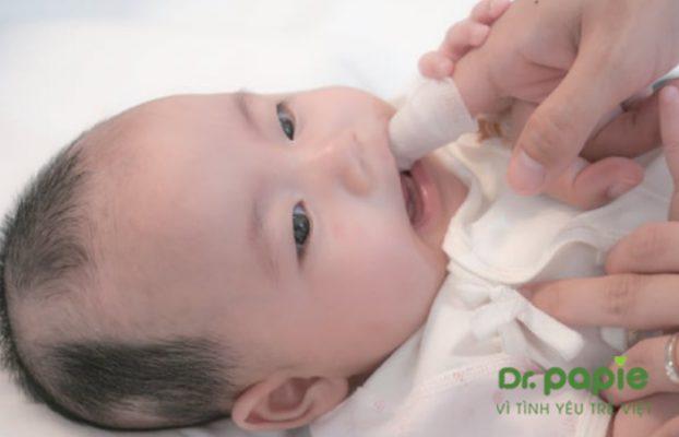 Không rơ lưỡi cho trẻ sơ sinh