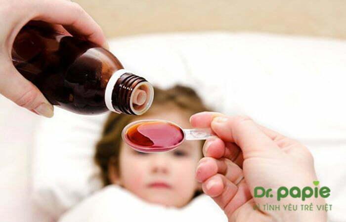 Dùng thuốc hạ sốt cho bé sốt mọc răng về đêm