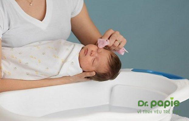 sữa tắm gội cho bé không cay mắt