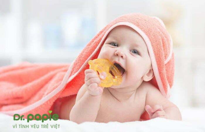 Massage nướu cho trẻ mọc răng