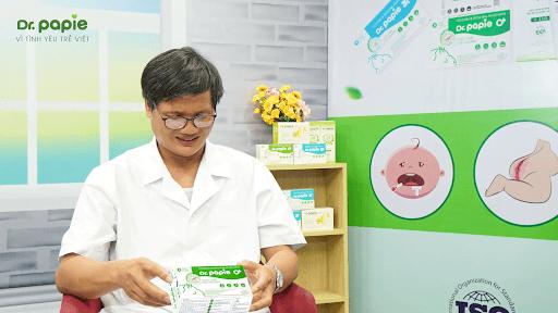 Tiến sĩ Bác sĩ Lê Minh Trác đánh giá cao hiệu quả và tính an toàn của khăn hạ sốt Dr.Papie